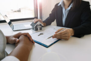 Buying,A,Home,Or,Insurance,Deal,,An,Insurance,Agent,Pointing